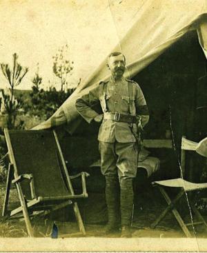 Lt Alexander Bruce wat in beheer was van die Irene Konsentrasiekamp