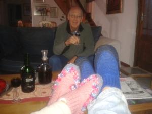 Hierdie foto het ek drie weke gelede op Facebook gehad - The joys of living in a small town, as vriende met hulle slippers inval, en bly vir ete.
